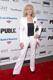 Judith Light looked sleek in this simple streamlined white pantsuit.