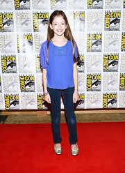 Mackenzie Foy's skinny jeans were fitted and fashionable.