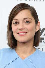 Marion Cotillard's glossy pink lipstick contrasted nicely with her blue outfit.