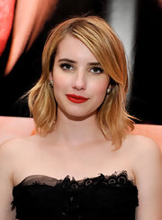 Emma Roberts attended the Moutful exhibit at a private studio wearing her golden strands in a softly layered 'do.