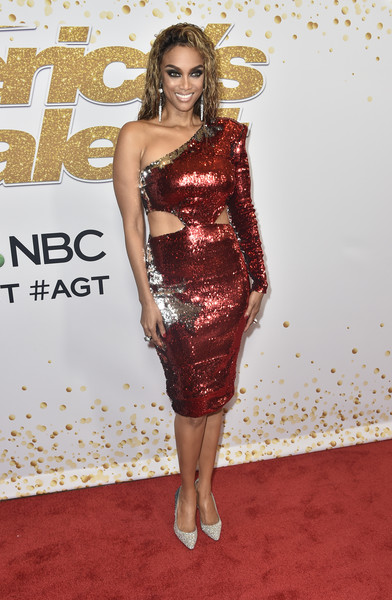 Tyra Banks Evening Pumps [americas got talent,season,fashion model,flooring,carpet,shoulder,joint,fashion,cocktail dress,red carpet,long hair,hip,red carpet,tyra banks,california,hollywood,dolby theatre]