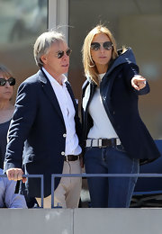 Former fashion model Dee Ocleppo wore a white cloth belt over classic jeans.