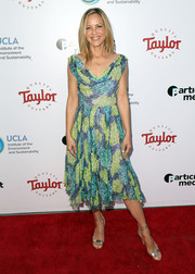 Maria Bello completed her red carpet attire with silver ankle-strap sandals.