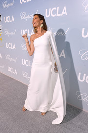 Gisele Bundchen looked regal in a caped one-shoulder gown by Stella McCartney at the 2019 Hollywood for Science Gala.