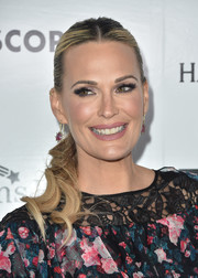 Molly Sims styled her hair into a center-parted, wavy ponytail for the Kaleidoscope 5 event.