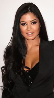 Kim Lee paired her all black look with a sizzling smoky eye.