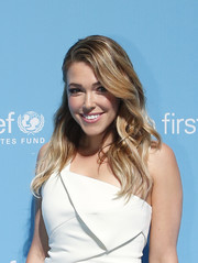 Rachel Platten looked fab with her long side-parted waves at the UNICEF Children's Champion Award.