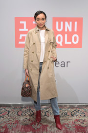 Ashley Madekwe teamed a beige trenchcoat with a white shirt and blue jeans for the Uniqlo 2019 collections celebration.