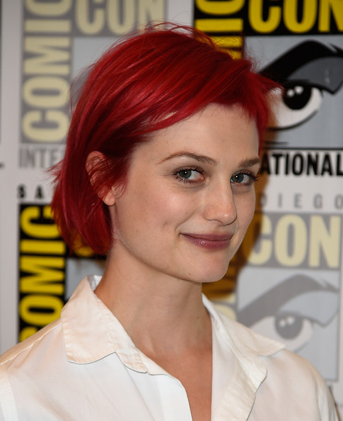 Alison Sudol caught eyes with her red hair at Comic-Con International 2014.