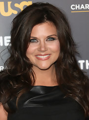 Tiffani Thiessen wore her hair in a wavy, heavily-layered cut at The Moth's Storytelling Tour.