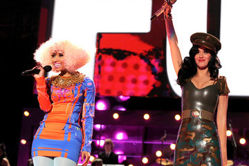 "Katy Perry Nicki Minaj The USO Presents ""VH1 Divas Salute The Troops"" - Show"