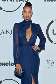 Lais Ribeiro matched a blue Kotur satin clutch with a keyhole-cutout dress for the Unitas Gala Against Human Trafficking.