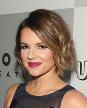 Ali Fedotowsky rocked a stylish wavy 'do at the 2015 Universal Golden Globes after-party.
