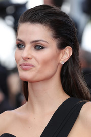 Isabeli Fontana was edgy-chic with her slicked-back hairstyle at the Cannes premiere of 'The Unknown Girl.'