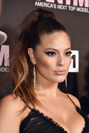 Ashley Graham finished off her look with a pronounced cat eye.