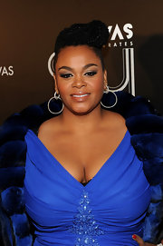 Jill Scott wore a pair of 22-carat double diamond hoop earrings at VH1 Divas Celebrates Soul.