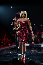 Mary J. Blidge wore a hot pink sequined frock for the VH1 Divas show.