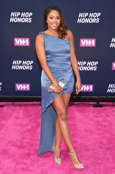 Alicia Quarles styled her outfit with a pair of beaded T-strap pumps.
