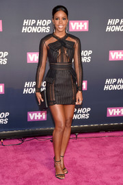 Kelly Rowland rounded out her all-black look with a Giuseppe Zanotti leather clutch.