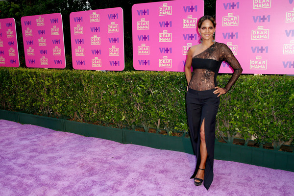 Halle Berry teamed a pair of split-leg trousers by Ports 1961 with a sheer one-sleeve top for VH1's Dear Mama event.