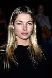 Jessica Hart wore a simple center-parted hairstyle when she attended the Valentino fashion show.