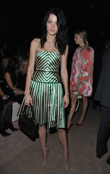 Jessica Stam teamed her stylish dress with gray ankle-strap pumps.