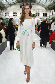 Izabel Goulart looked simply sophisticated in a pleated white cold-shoulder dress by Valentino during the brand's Spring 2018 show.