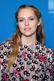 Teresa Palmer looked sweet and youthful wearing this half-up wavy style at the Valentino fashion show.