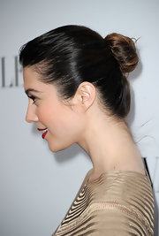 Mary Elizabeth Winstead swept her hair back into a classic bun for the opening of the Valentino flagship store on Rodeo Drive.