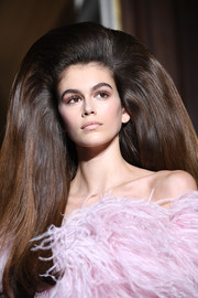 Kaia Gerber's exaggerated bouffant stole the spotlight at the Valentino Couture runway show.