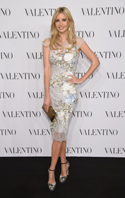 Ivanka Trump finished off her lovely ensemble with a metallic gold clutch.