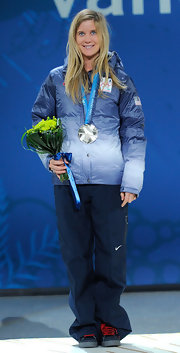 Hannah casually wears her hair down, proud to win a silver medal in the Olympics.