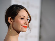 Emmy Rossum attended the premiere of 'Shameless' wearing a pair of Oscar Niemeyer earrings in 18-carat yellow gold.