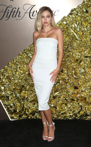 Delilah Belle Hamlin paired her dress with strappy white heels.