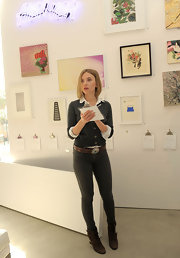 Scarlett attended the Pieces of Heaven Art Auction wearing skinny gray jeans and a cardigan.