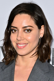 Aubrey Plaza topped off her look with mildly edgy waves when she attended the Vanity Fair Campaign Hollywood kickoff.