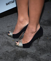 Olivia Munn showed off a navy pedicure in these peep-to pumps at the 2013 Vanities Calendar Celebration.