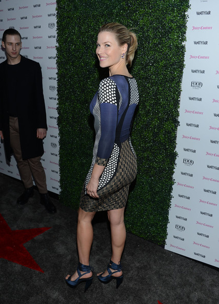 More Pics of Ali Larter Oversized Clutch (1 of 16) - Ali Larter Lookbook - StyleBistro
