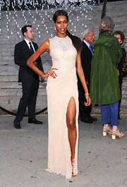 Jessica White's hip-high slit was the dynamite feature of her gown at the 'Vanity Fair' party.