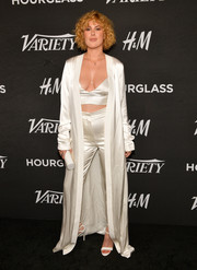 Rumer Willis sealed off her all-white look with a pair of strappy sandals.