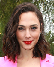 Gal Gadot's red lipstick and pink outfit made a striking color combo!
