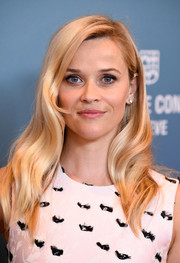Reese Witherspoon showed off perfectly styled waves at the Power of Women luncheon.