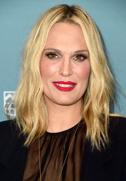 Molly Sims attended Variety's Power of Women luncheon sporting subtle waves with a center part.