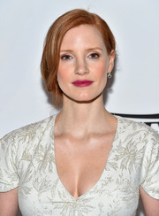 Jessica Chastain swiped on some berry lipstick for a pop of color to her look.