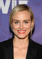 Taylor Schilling sported bright red lipstick for a splash of color to her black outfit.