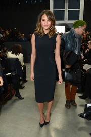 Chrissy Teigen showed her more subdued side in this simple navy sheath during the Vera Wang fashion show.