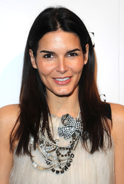 More Pics of Angie Harmon Engagement Ring (4 of 12) - Engagement Ring Lookbook - StyleBistro
