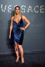 Tracee Ellis Ross teamed her sexy dress with black slim-strap heels.