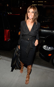 Carine Roitfeld kept it classic with this black tie-waist button-down at the Versus Versace fashion show.