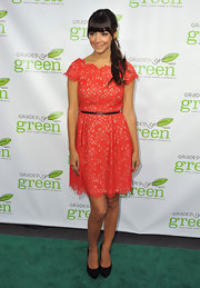 Hannah Simone chose a lovely red lace frock that featured a scalloped neck, capped sleeves and a skinny black belt to cinch the waist.